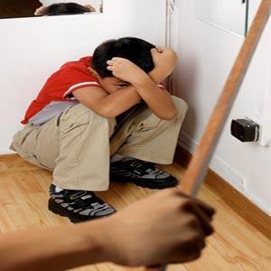 الأطفال بين أحكام الحضانة وعنف زوجات الآباء