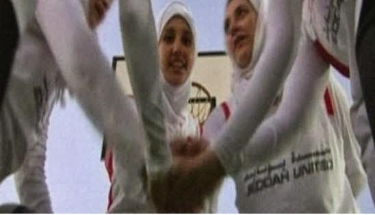 الدكتورة سهيلة زين العابدين حماد  تطالب بالسماح للبنات بممارسة السباحة في السعودية